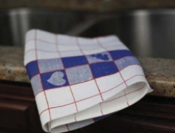 Hearty Hearts 100% Linen Jacquard Woven Towels