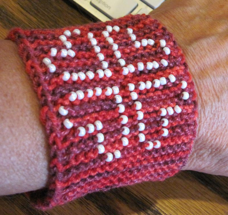 Knit Bracelet Pattern : Beading Hearts Friendship Bracelet Knit HeartStrings Learn-and-Knit-Alongs