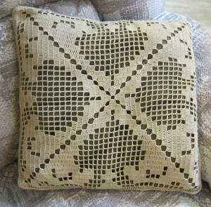 filet crochet pillow