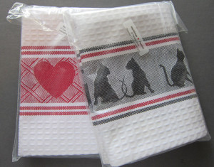 Hearts and Cats at Play towels