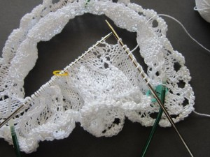 h147-knitting-on-longer-circ-closeup